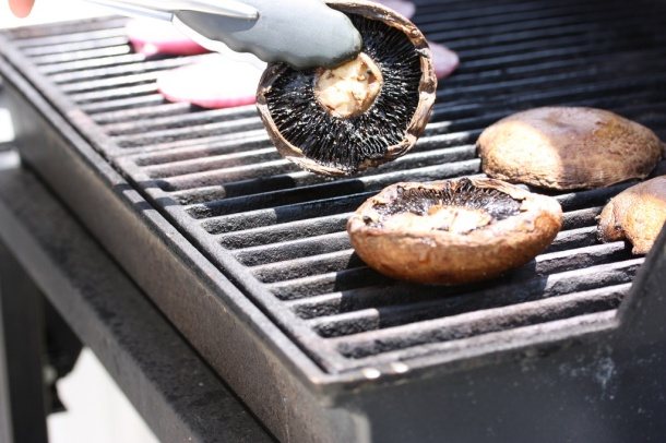 Grilled portabella mushrooms by mealmakeovermoms via flickr