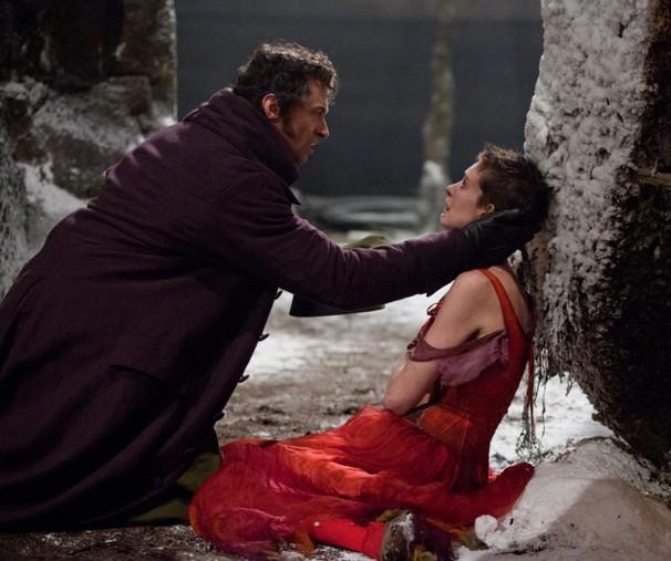 Jean Valjean (Hugh Jackman) and Fantine (Anne Hathaway) in Les Mis